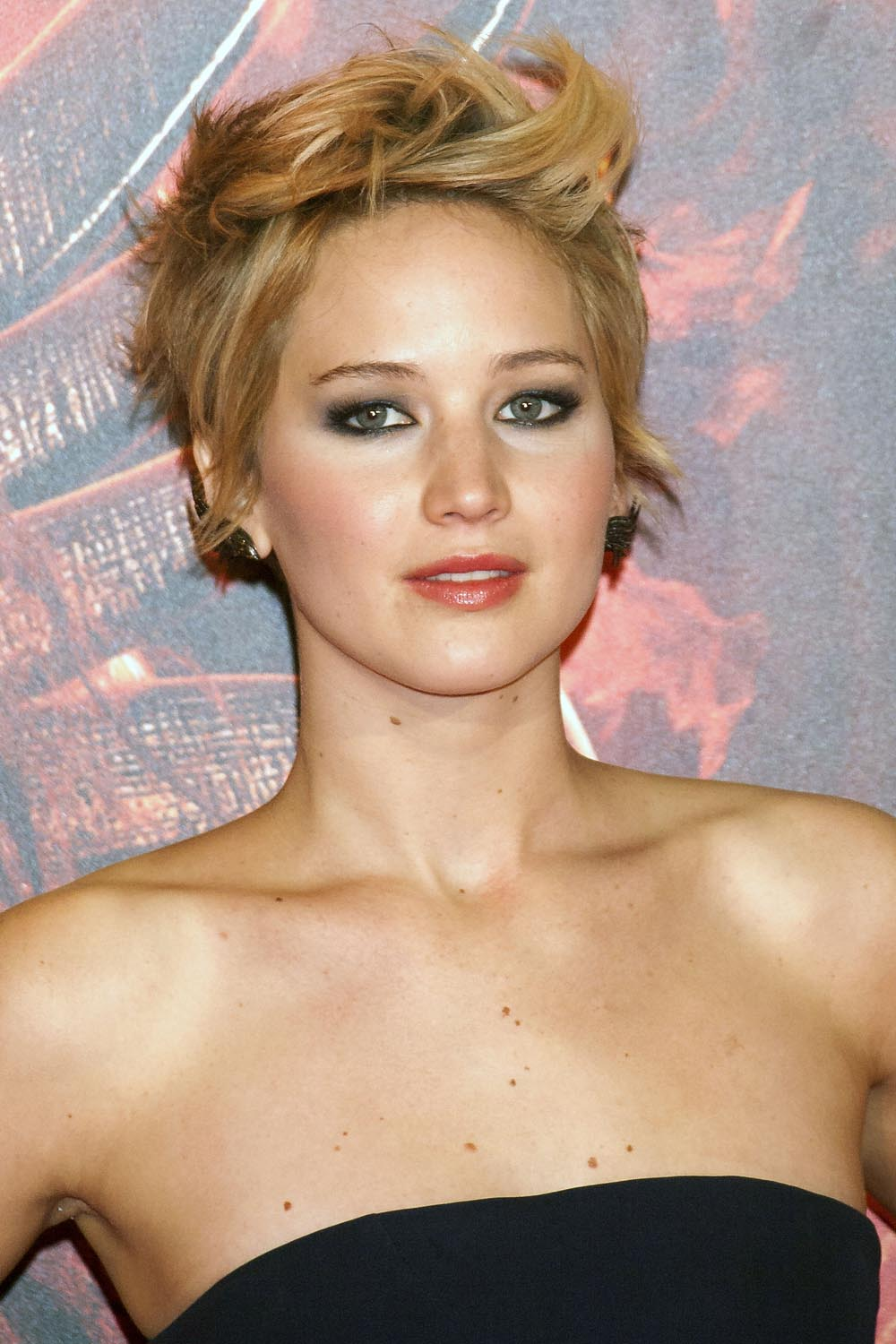 Jennifer Lawrence'den 1 model, 4 tarz